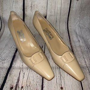 Salvatore Ferragamo beige kitten heel, size 9 2A